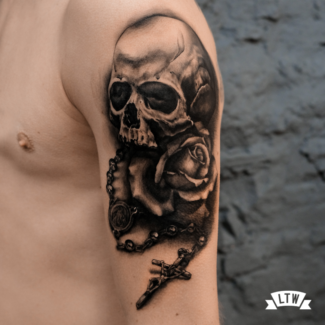 Skull tattoo and rose done by Andrés Poján in black and grey