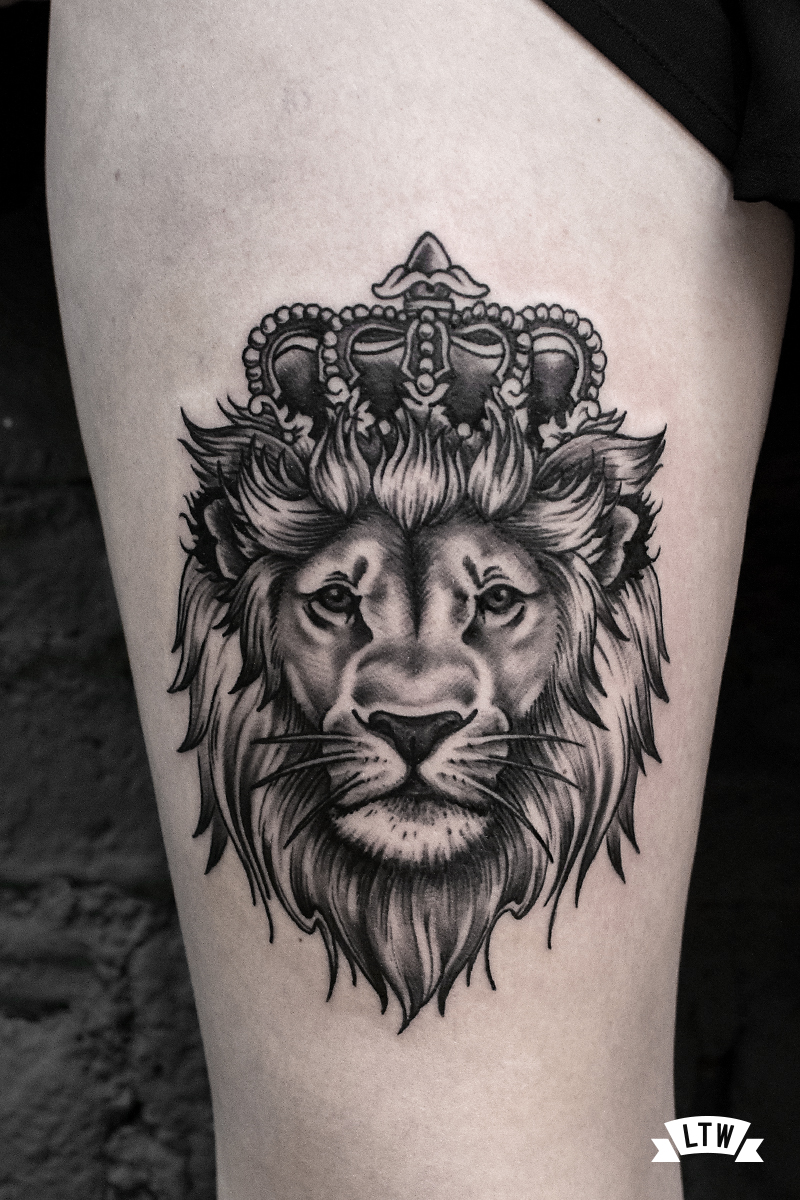 Lion King tattooed by Andrés